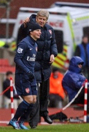 http://redlondon.files.wordpress.com/2010/01/arshavin-and-wenger-hat.jpg?w=304&h=444